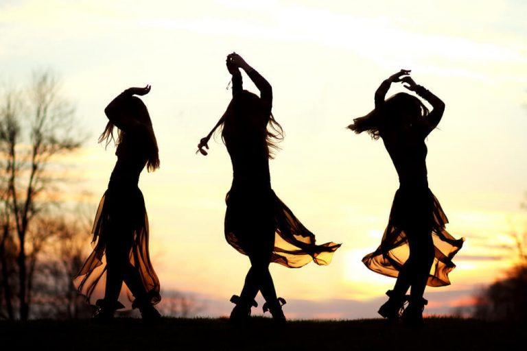 Danseuses joyeuses